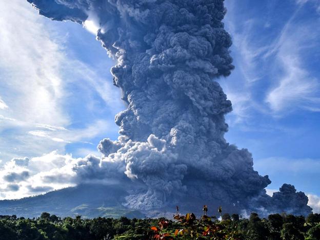 Indonesian Volcano Erupts, Emitting Hot Ash Three Kilometres Away